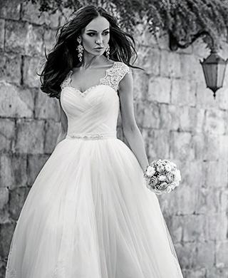 Brautkleider online in dem größten deutschen Katalog für Hochzeits und Brautmode von der Trend Marke IMPOORIA.